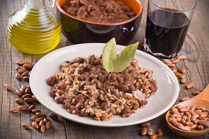O clássico arroz com feijão pode ser acompanhado de um bom vinho (milla1974/Thinkstock)