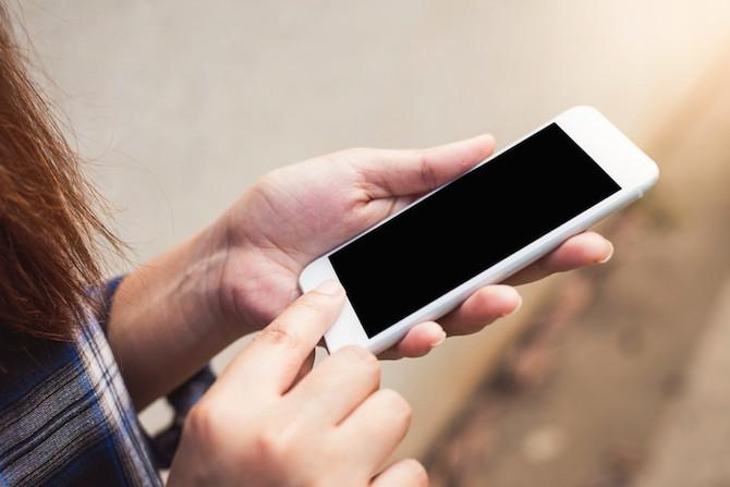 Cell Phones 携帯電話