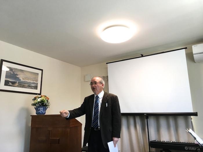浦安国際キリスト教会でメッセージを伝える奥平牧師