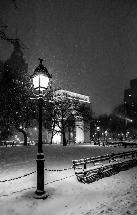 Snowfall in Washington Square Park
