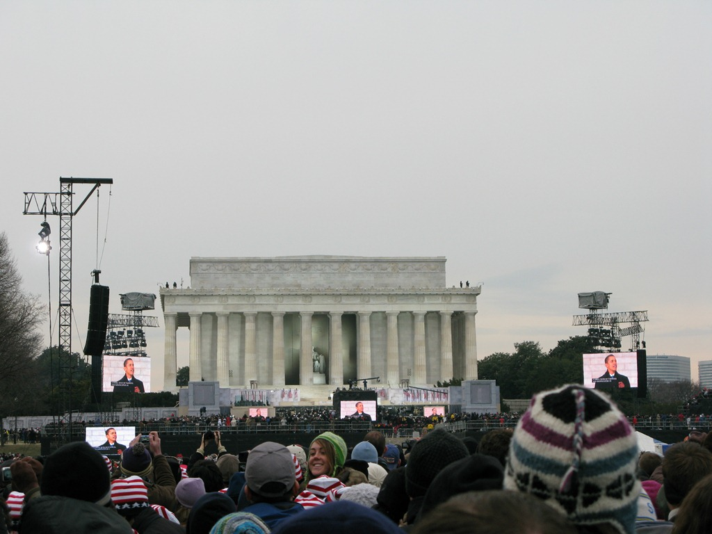 Obama talks from Lincoln Memorial