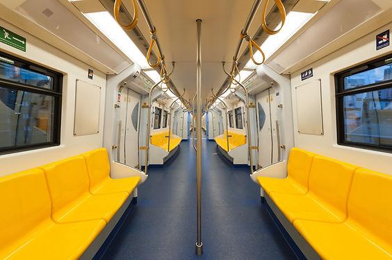 노란색 지하철 좌석