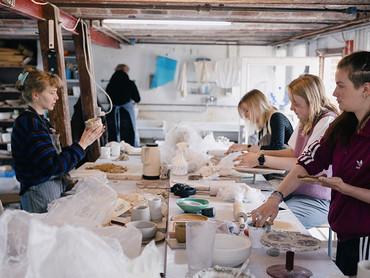 Stillingsopslag: Vi søger en keramiker til tre måneders vikariat i efteråret 2021