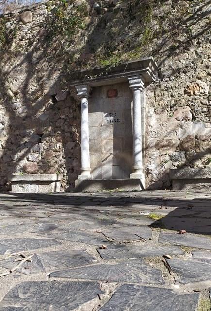 fontaine saint laurent de cerdans