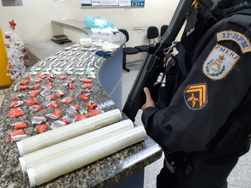 BOM JARDIM: Jovem de 18 anos foi pego com grande quantidade de droga no Lot. Jardim Ouro Verde