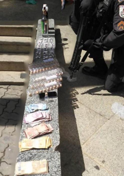 TRÊS RIOS: Casal preso com 45 pinos de cocaína, 60 frascos de loló, 3 garrafas de 600ml contendo clo