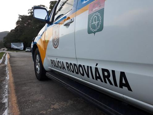 CANTAGALO: Um caminhão capotou na altura do quilômetro 67, em Chave do Lontra