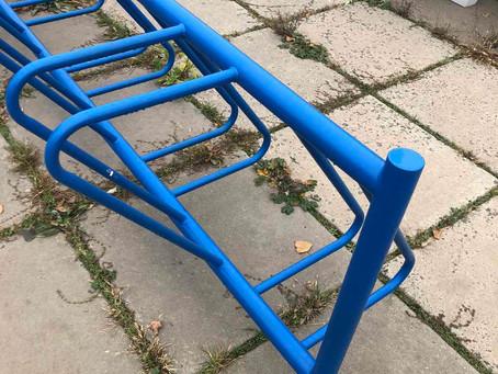 Плюсы и особенности вело-парковок из металла