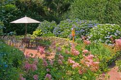 bumblebee-manor-patio-1280w-1030x683