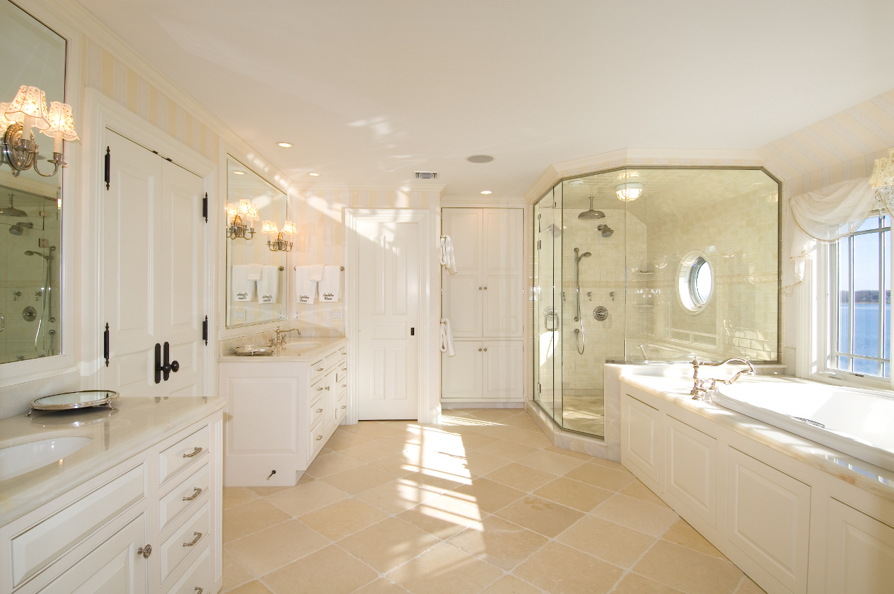 bumblebee-manor-master-bathroom