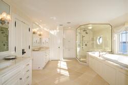 bumblebee-manor-master-bathroom
