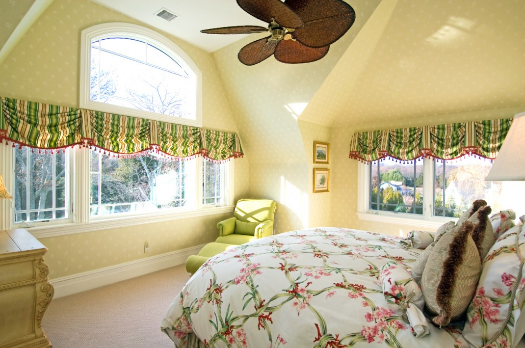 bumblebee-manor-green-bedroom-1030x683