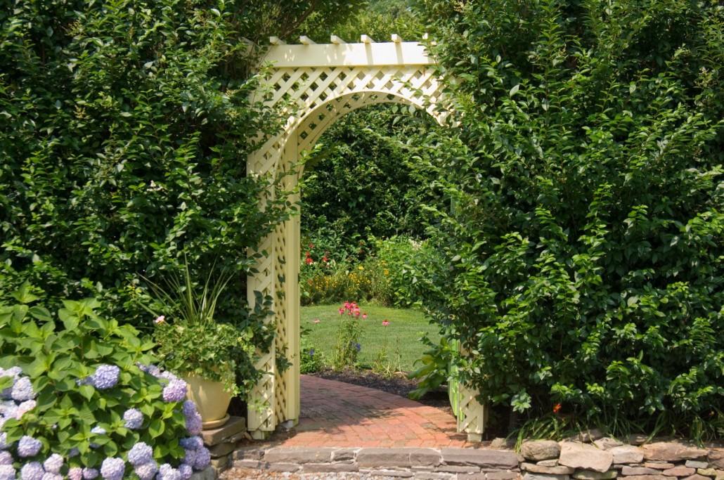 bumblebee-manor-arbor-1280w-1030x683