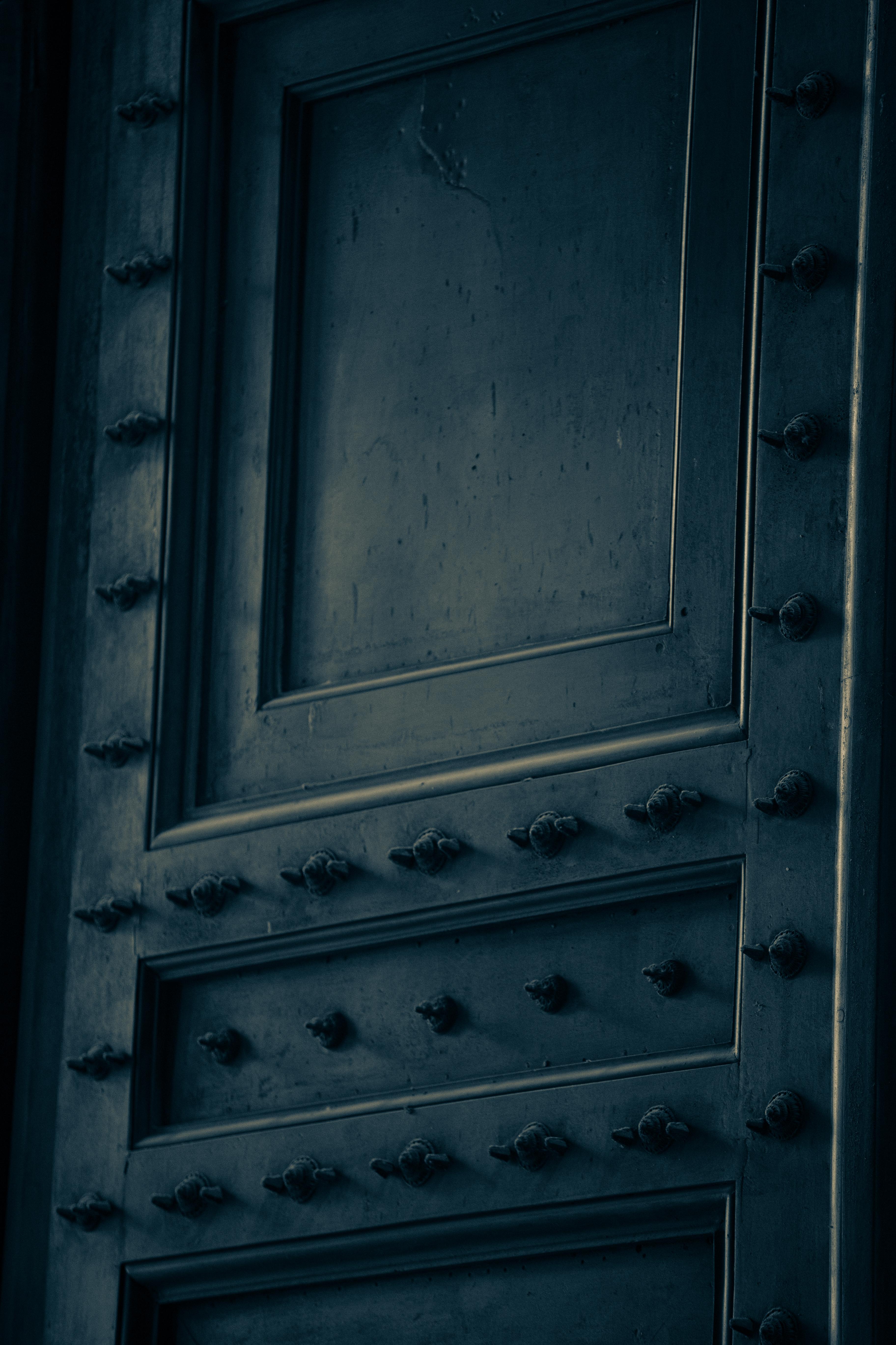 moody door