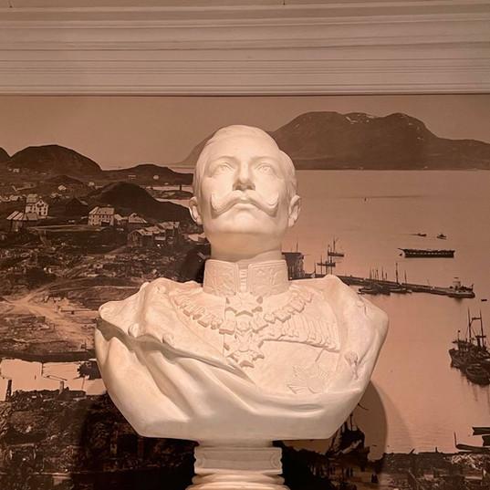 Byste av Keiser wilhelm II; gave fra keiseren til hans hoff-fotograf Carl Tietz, som slo seg ned i Balestrand rund 1910
