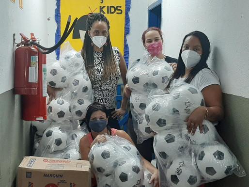 Santos Futebol Clube doa cestas básicas ao Projeto Tia Egle.