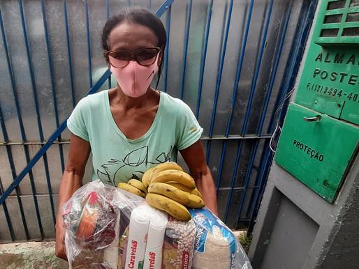 Projeto Tia Egle distribui cestas e alimentos.