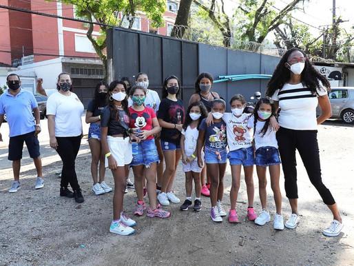 Projeto Tia Egle leva meninas para bate papo com Sereias da Vila no C.T Rei Pelé