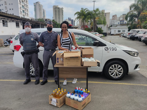 Projeto Tia Egle recebe doações da Polícia Militar.