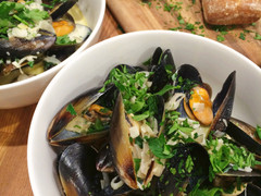 Mussels in a Creamy White Wine Broth