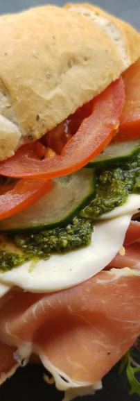 parmaham-pesto-mozzarella-1.jpg