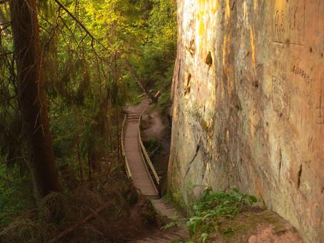 Līču Laņģu klintis