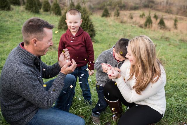 Happy Holidays || Holiday Mini Sessions 2018 || Looney Christmas Tree Farm || WV Family Photography
