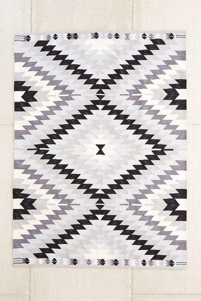 עיצוב פנים. שטיח מעוצב