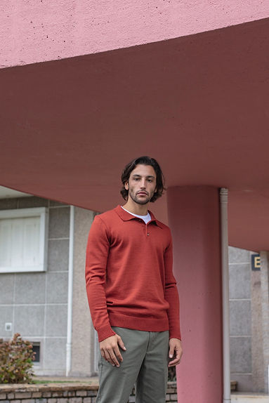 Pull De Bonne Facture, pantalon Aspesi, t-shirt Sunspel