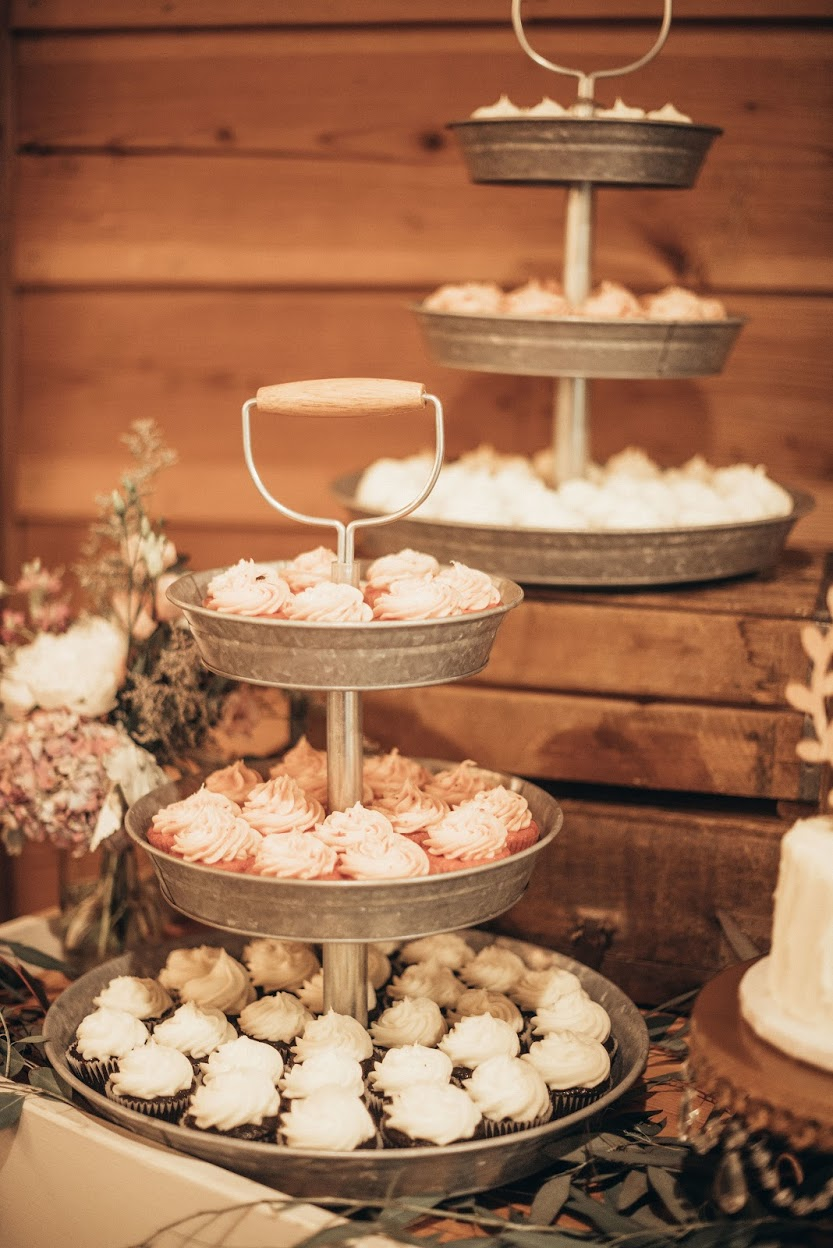 Cezanne Photography- cupcake bar