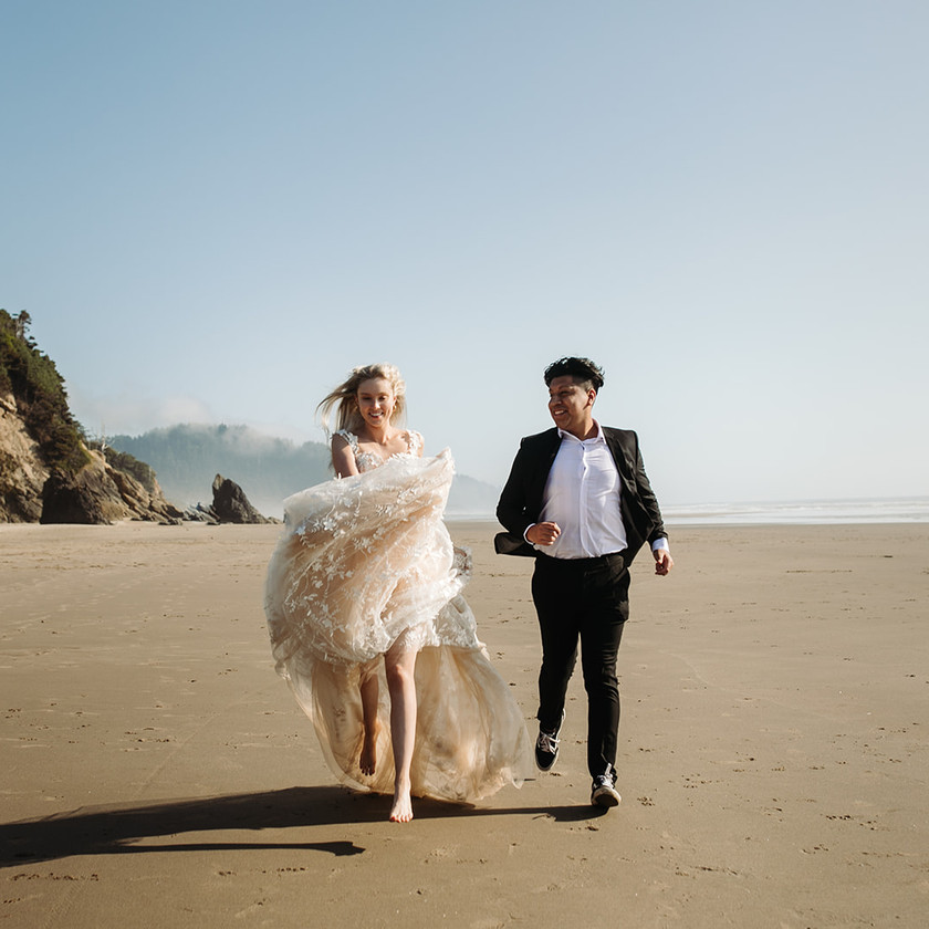 Pug Beach Oregon Elopement – Even When It's Just A Private Wedding | Eleanor's Bridal
