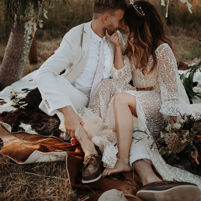 Boho Countryside Macrame Elopement Inspiration – This Chic Wedding Dress Offers Beauty and Budget