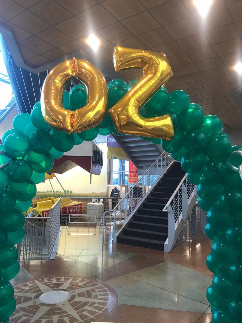 Wizard of Oz theme balloon arch