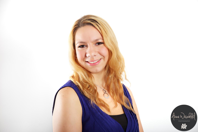 Anna-Weinhold_Abiball_24-web.png