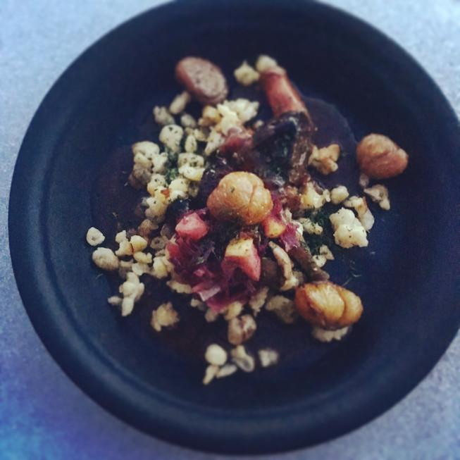 Hausgemachte Butterspätzle mit Maronen, Rotkraut und Hirschragout