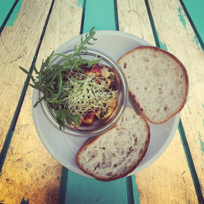 Sommerlicher Nektarine-Mozarella Salat