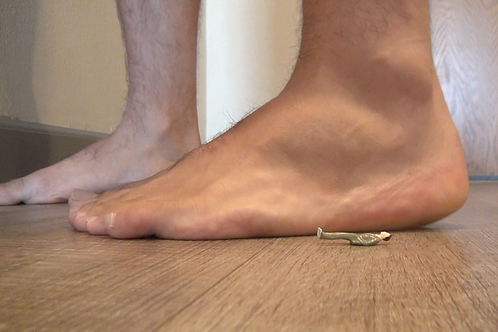 Tony's Unaware Foot Crush