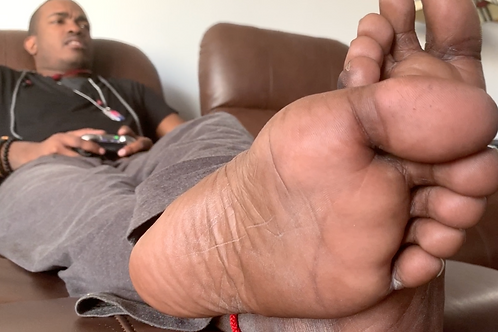 Aaron the Giant Gamer: Feet, Armpit, Butt Crush