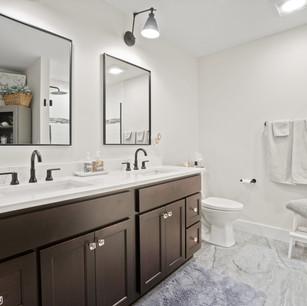Bathroom_DyksenandSons_NewConstruction_AtwoodLake_3.jpg