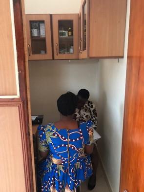 2 zwei Personen Kampala.jpg