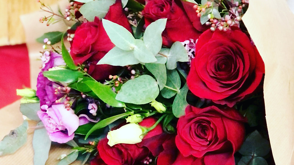 Lovers roses bunch