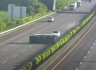 Video-Tesla 3 autónomo se estrella tontamente.