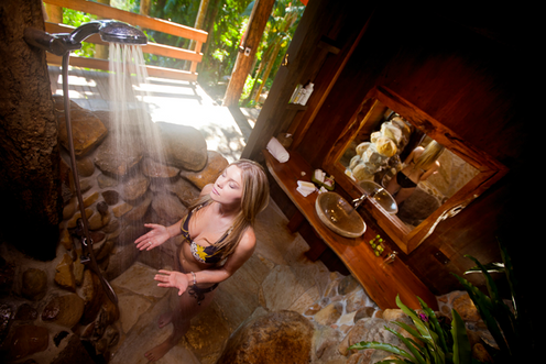Rainforest Cottage Downstairs Spa Bedroo