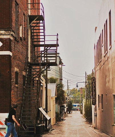 The Alley Frame