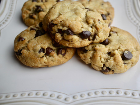 Crispy & Chewy Vegan Chocolate Chip Cookies