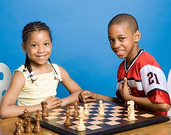 kids_playing_chess-47adb63c70faf64ac86e7