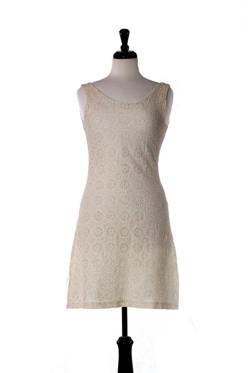 sleeveless embroider dress