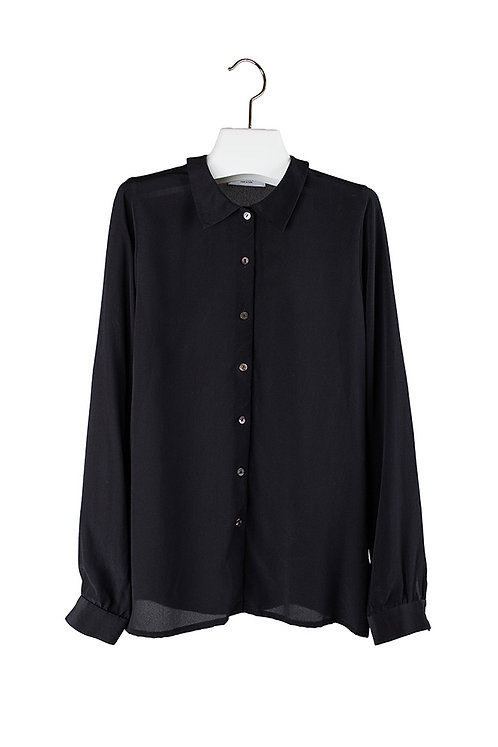 silk shirt with pointed collar