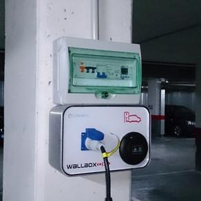 Puntos de recarga eléctrica de vehículos.