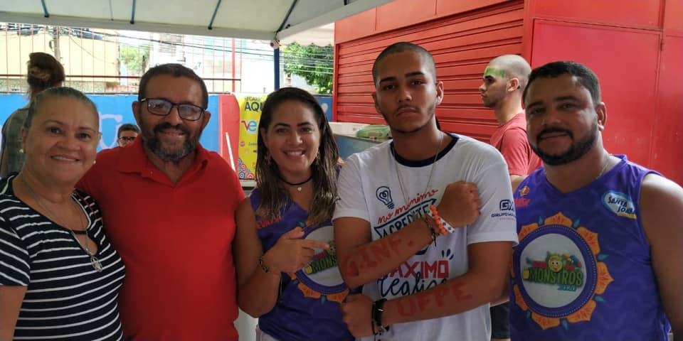 aluno aprovado com a família, encontro dos aprovados 2019